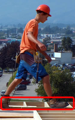 no fall protection on this construction site - not safe!